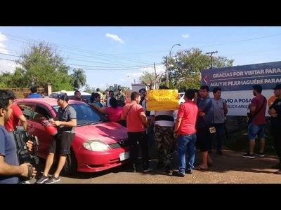 IMPORTADORES DE FRUTAS Y VERDURAS CIERRAN ACCESO AL PUENTE SAN ROQUE