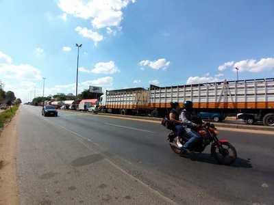 Puente Remanso permanece bloqueado al paso por protesta de indígenas