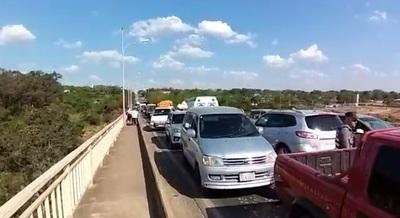 Puente Remanso permanece bloqueado por protesta de indígenas
