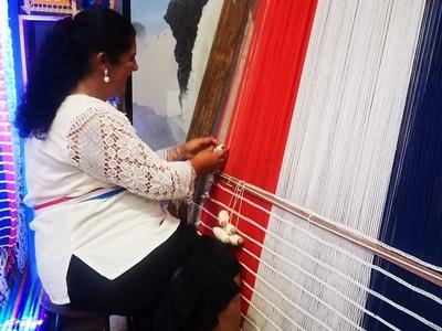 Artesana mantiene tradición a través de generaciones
