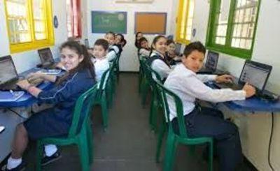 Encuesta de Hogares afirma que 92% de los jóvenes utilizan internet para comunicase y 52% para ver películas