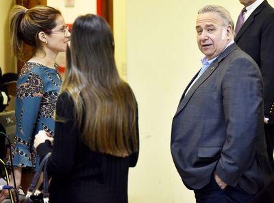 """Juez otorga a González Daher y su hijo dos días por semana para """"trabajar"""""""