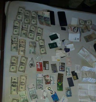 Caen sospechosos de falsificar dólares y simular ser cambistas