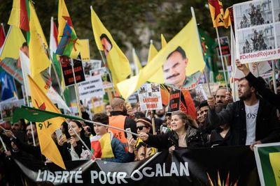 Miles de manifestantes en Europa apoyan a los kurdos de Siria