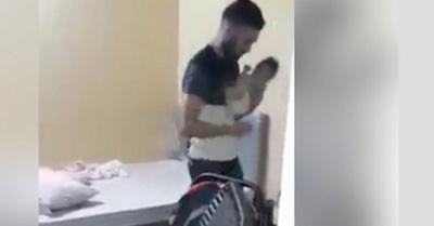 Rescatan a beba tirada  en el piso en una casa
