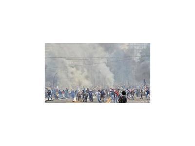 Moreno ordena el toque de queda y militariza Quito con llamado al diálogo