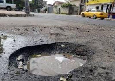 Asunción se declara en emergencia por baches
