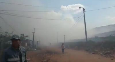 Bomberos intentan sofocar incendio de gran magnitud en Cateura