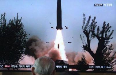 """Corea del Norte prueba una nueva arma táctica """"teledirigida"""" y EEUU exige que cese en sus provocaciones"""