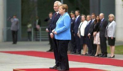 Merkel sufre de espasmos en acto oficial por tercera vez en el mes