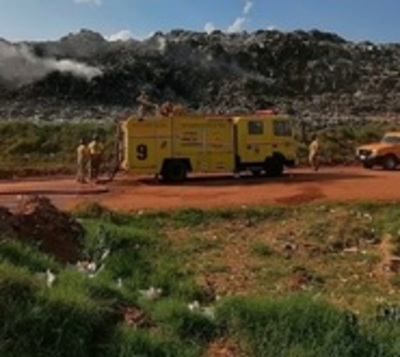 Incendio de gran magnitud afecta el vertedero de Cateura