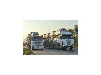 Caídas de rubros de vehículos y combustibles golpean a Aduanas