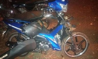Choque frontal entre motocicletas deja lesionados