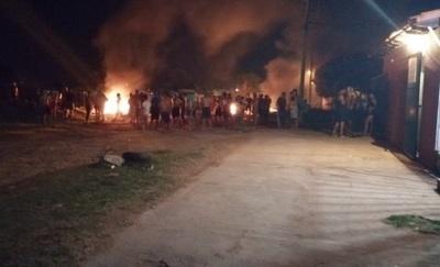 Estibadores y contrabandistas atacan base de la Marina en Itá Enramada