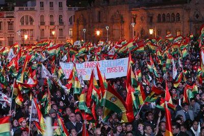 Bolivia entra en la recta final de los comicios más reñidos en décadas