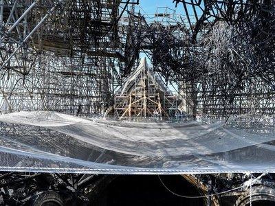 Notre Dame, atrapada por el plomo y la burocracia