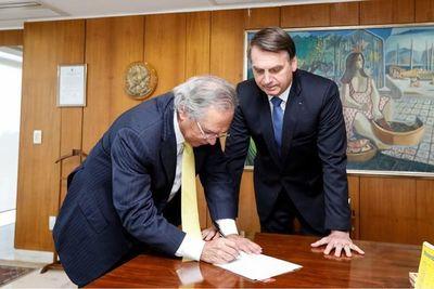 Bolsonaro duplica cota de compras; ahora es de USD 1.000