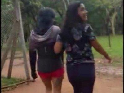 Mujeres ingresaron a jaula de elefanta en el zoológico