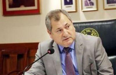 Senadora admite desinterés de ministro de Corte contra Kriskovich