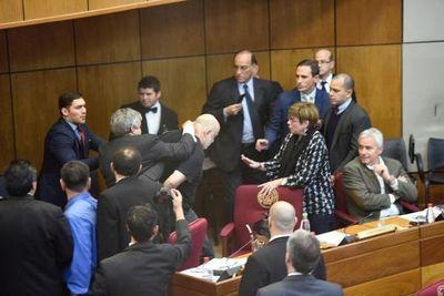 Senadores colorados solicitaron la suspensión de Riera y Cubas por 60 días