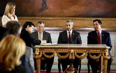 Euclides Acevedo juró como nuevo ministro del Interior