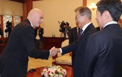 HOY / El presidente de la FIFA presenciará histórico partido entre las dos Coreas