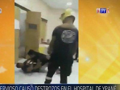 Hombre agrede a personal de blanco y daña equipos en centro de salud