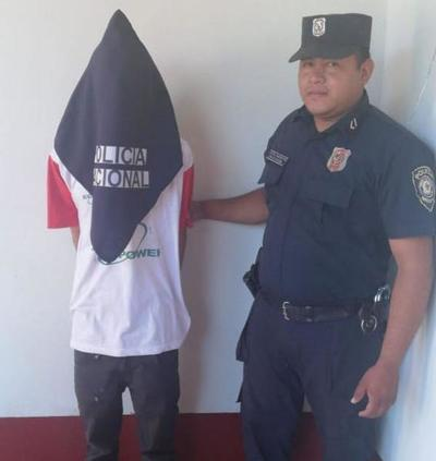 Presunto delincuente es entregado a la Policía por su propia madre