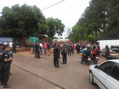 Paseros vuelven a cerrar acceso al puente en Encarnación