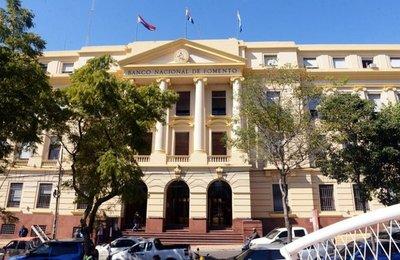 Funcionarios públicos podrían acceder a facilitación de pago de deudas