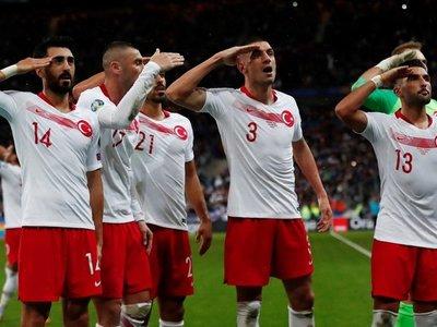 UEFA abre expediente tras Bulgaria-Inglaterra e investigará gesto de Turquía