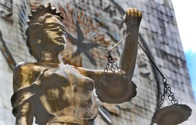 ¡Cuidado, no acercarse! Justicia frágil