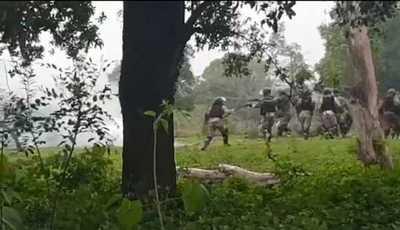 Balines de gomas y piedras en enfrentamiento entre policías y tomateros