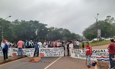 Otro grupo de productores de tomates de Caaguazú anuncian nueva movilización