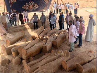 """""""El mayor descubrimiento en años"""": hallaron 20 féretros de madera en Egipto y están en perfecto estado"""