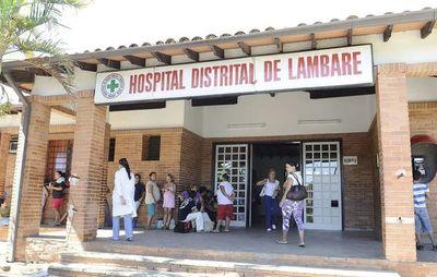 Director niega que funcionario encadenado siga perteneciendo a Hospital de Lambaré