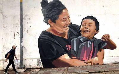 Artistas y voluntarios de Teletón realizan mural de la inclusión