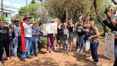 Esteños celebran enjuiciamiento y suspensión de magistrados que liberaron a abusador
