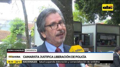 Camarista justifica liberación de policía abusador