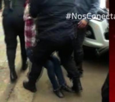Activista es arrestada en Encarnación