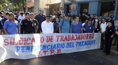 """HOY / Huelga de guardiacárceles, postergada por cinco días: buscarán """"punto intermedio"""" para zanjar crisis"""