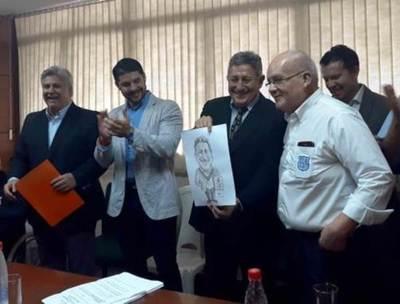 Diputados conceden pensión de G. 1.500.000 a Romerito •