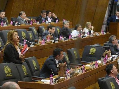 Legisladores desafían a la gente y aseguran que no existe indignación