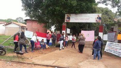 Alumnos toman institución educativa en Itauguá