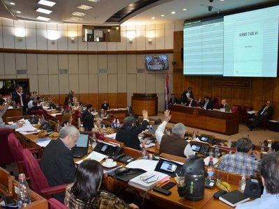 Congreso sanciona nivelación salarial para docentes de la UNA y personal de Clínicas