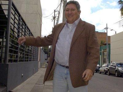 """Diputado dice que pidió pensión para Romerito """"por lástima"""""""