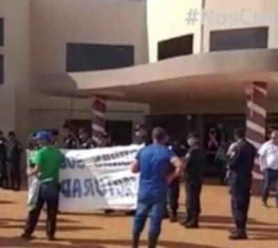 Sintechos atropellan Municipalidad de Pedro Juan Caballero