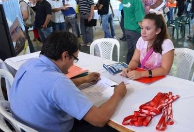 200 mil jóvenes buscan trabajo a nivel país
