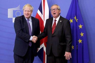 """Reino Unido y UE alcanzan in extremis """"excelente"""" acuerdo del Brexit"""