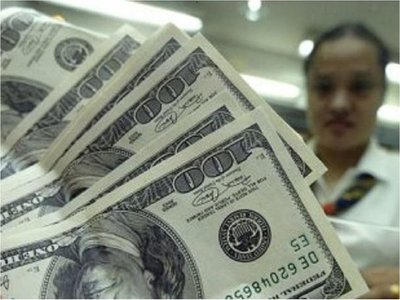 El pico del dólar crea preocupación y sospechan que hay especulación